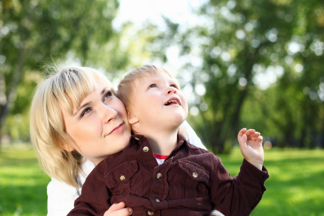 24977473 young mother with her son in summer park